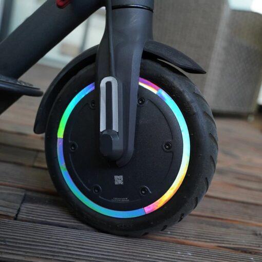 Reflexní nálepky na kola elektro koloběžky